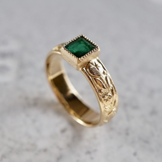 Emerald blueberry ring