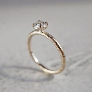 Diamond textured ring